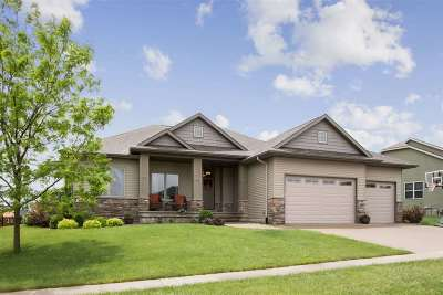 North Liberty Single Family Home For Sale: 1675 Red Barn Dr