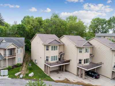 Coralville Condo/Townhouse For Sale: 275 Holiday Road #1