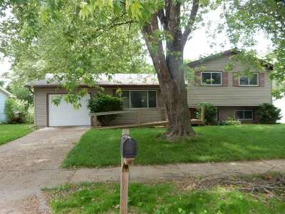 Iowa City Single Family Home For Sale: 1810 Grantwood Dr