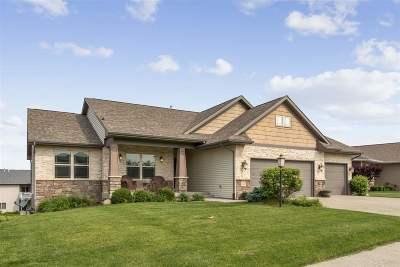 Iowa City Single Family Home For Sale: 539 Huntington Dr