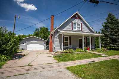Muscatine County Single Family Home For Sale: 1017 Stone St