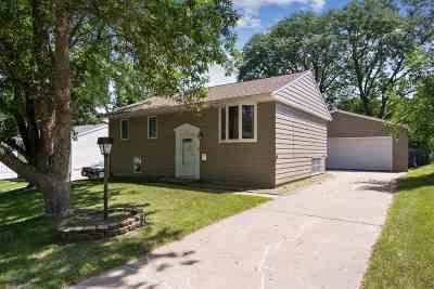 Marion IA Single Family Home For Sale: $179,500