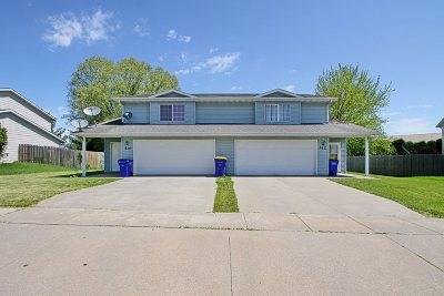 North Liberty Single Family Home For Sale: 510 & 512 Augusta Circle