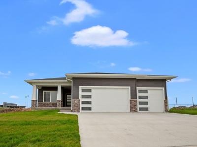 Johnson County Single Family Home New: 1345 E. Tartan Drive