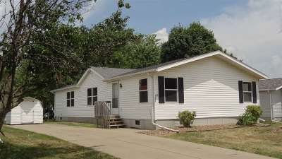 Iowa City Single Family Home For Sale: 122 Paddock Cir