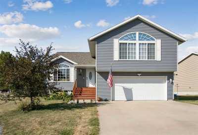 Iowa City Single Family Home For Sale: 1677 Vesti Ln