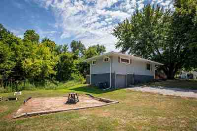 Muscatine County Single Family Home For Sale: 102 Amy Drive