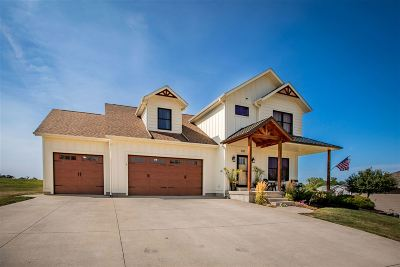 Muscatine County Single Family Home New: 3212 Clermont