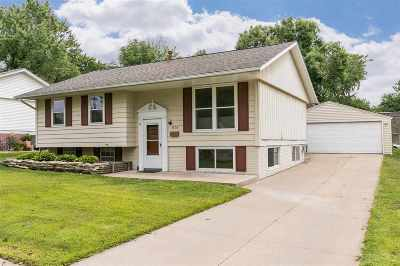 Cedar Rapids Single Family Home For Sale: 4530 NE Navajo Drive