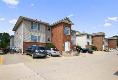 Johnson County Condo/Townhouse For Sale: 100 Cherry Ct. #6