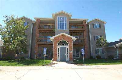 Johnson County Condo/Townhouse For Sale: 2742 Triple Crown Ln #11