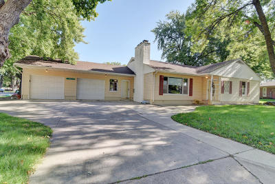 Estherville Single Family Home Active Contingent: 1568 Maplecrest Drive