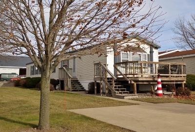 Arnolds Park Single Family Home Active Contingent: 708 Mallard Creek Drive
