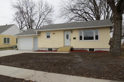 Spirit Lake Single Family Home Active Contingent: 1505 Jackson Avenue