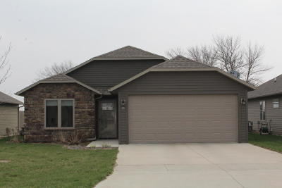 Spencer IA Single Family Home Active Contingent: $167,000