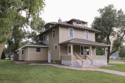 Lake Park Single Family Home For Sale: 213 Ave B W
