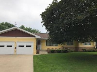 Estherville IA Single Family Home Pending: $139,000