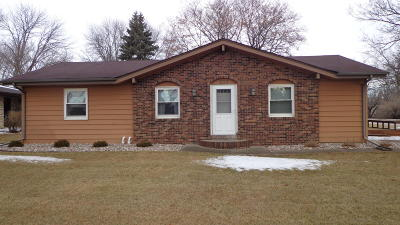 Spirit Lake Single Family Home Active Contingent: 402 28th Street