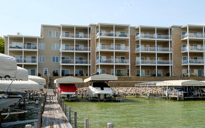 Arnolds Park Condo/Townhouse For Sale: 304 Lake Drive #A6