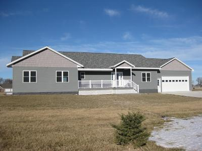 Emmetsburg Single Family Home For Sale: 34756 Island View Lane