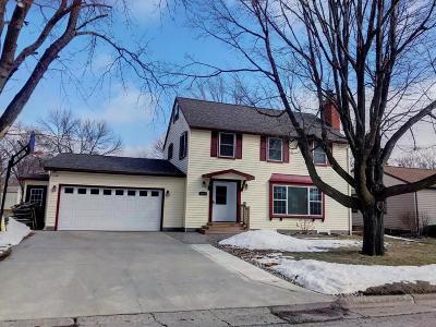 Estherville Single Family Home Active Contingent: 1539 Maplecrest Drive