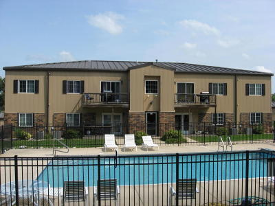 Spirit Lake IA Condo/Townhouse Active Contingent: $109,500