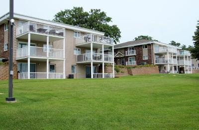 Okoboji Condo/Townhouse Active Contingent: 1114 Hwy. 71 North #4C3