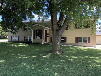 Spencer IA Multi Family Home Active Contingent: $200,000