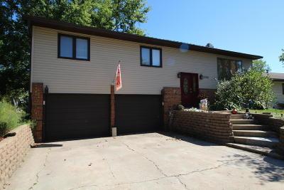 Spirit Lake Single Family Home For Sale: 3209 Center Lake Drive