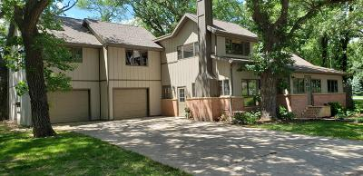 Single Family Home Active Contingent: 2219 Okoboji Boulevard