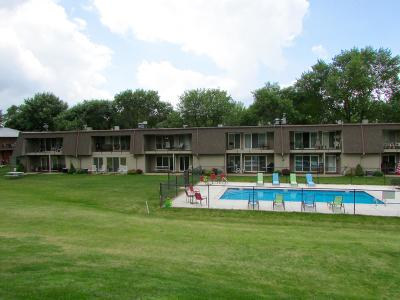 Okoboji Condo/Townhouse For Sale: 1800 Country Club Drive #216