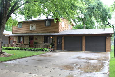 Spencer IA Single Family Home Active Contingent: $194,500