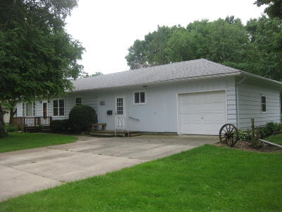 Emmetsburg Single Family Home For Sale: 3004 5th Street