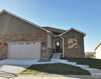 Marshalltown Single Family Home For Sale: 2501 Eagle Ridge Drive