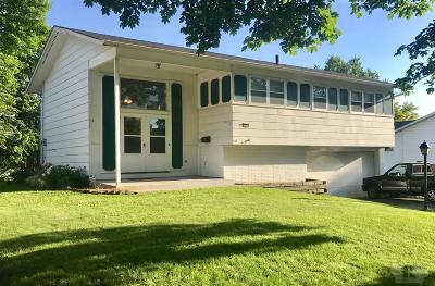 Marshalltown Single Family Home For Sale: 109 Thunderbird Drive