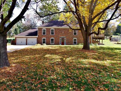 Marshalltown Single Family Home For Sale: 2106 Bittersweet Road