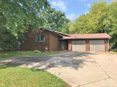 Marshalltown Single Family Home For Sale: 2415 Parker Avenue