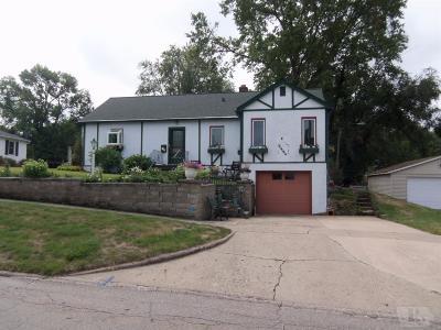 Toledo Single Family Home For Sale: 304 East Ross Street