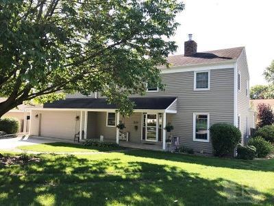 Marshalltown Single Family Home For Sale: 211 Olson Way