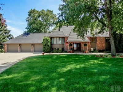 Marshalltown Single Family Home For Sale: 410 Orchard Drive