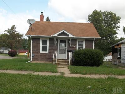 Marshalltown Single Family Home For Sale: 1002 E Anson Street