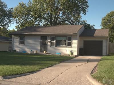 Marshalltown Single Family Home For Sale: 1602 Laurel Drive