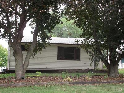 Tama Single Family Home For Sale: 1004 Oswego