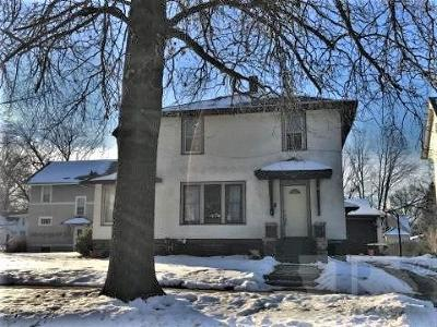 Marshalltown Single Family Home For Sale: 9 S 8th Street