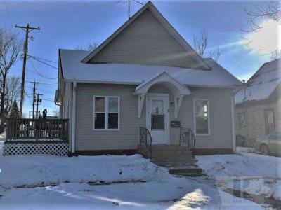 Marshalltown Single Family Home For Sale: 8 W Webster Street