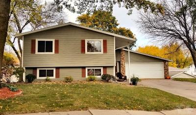 Marshalltown Single Family Home For Sale: 305 Wakefield Circle