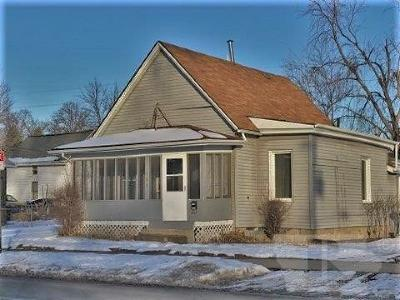 Marshalltown Single Family Home For Sale: 304 S 3rd Street
