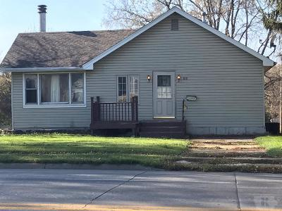 Marshalltown Single Family Home For Sale: 1011 S Center Street
