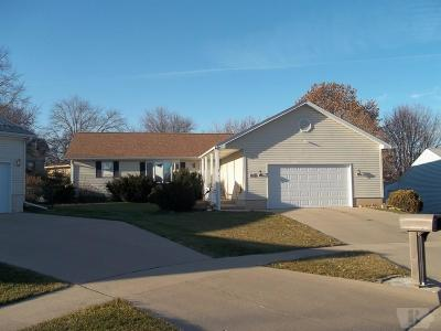 Marshalltown IA Single Family Home For Sale: $219,500