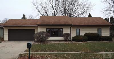 Marshalltown Single Family Home For Sale: 407 Terry Terrace